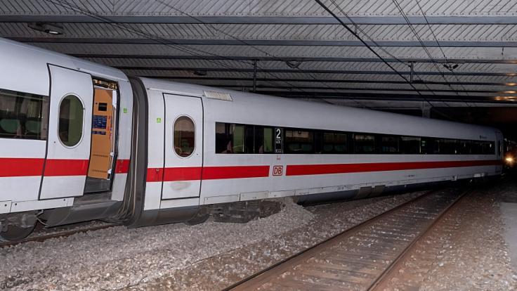 Ein ICE aus Deutschland mit rund 240 Menschen an Bord ist in Basel entgleist. Verletzt wurde nach bisherigen Erkenntnissen niemand. (Foto)