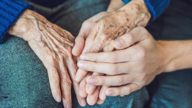In einem privaten Pflegeheim in Spanien sollen Senioren unter abscheulichen Bedingungen gequält worden sein (Symbolbild). (Foto)