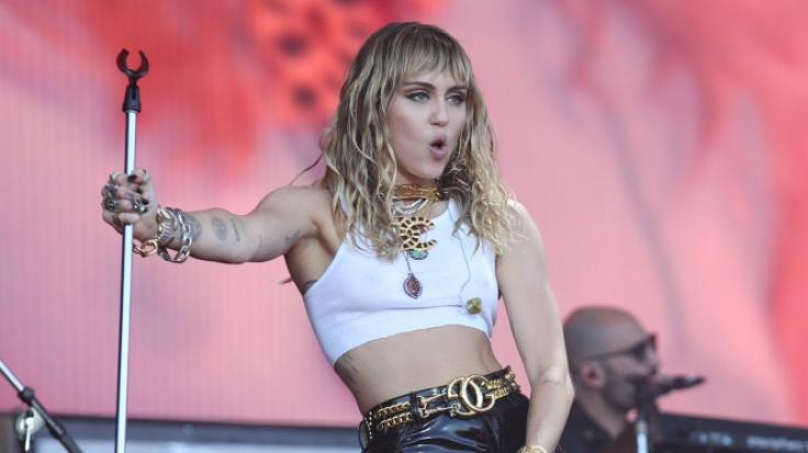 Miley Cyrus provozierte bereits beim Glastonbury Festival mit ihrer schlüpfrigen Show. (Foto)