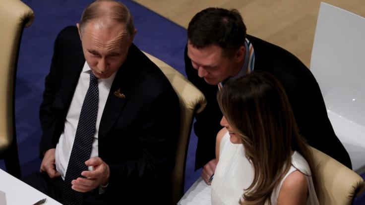 Der russische Präsident Wladimir Putin und die Ehefrau des Ex-US-Präsidenten, Melania Trump beim G20-Gipfel im Jahr 2017. (Foto)