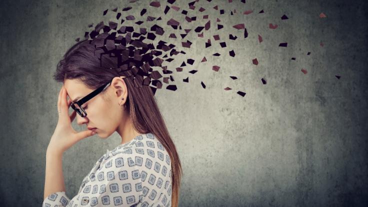 Eine junge Frau entwickelte durch eine neurologische Erkrankung eigenartige Ticks wie irische und französische Akzente. (Foto)