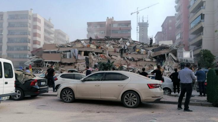 Ein heftiges Erdbeben hat den Westen der Türkei erschüttert. (Foto)