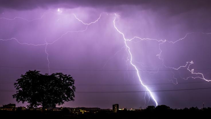 Der DWD warnt vor schweren Unwettern in NRW und der Nordseeküste. (Foto)