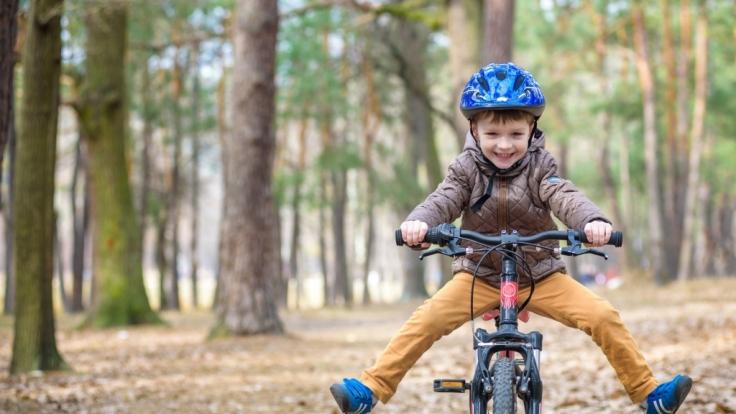 Der Junge hatte einen vermeintlich harmlosen Unfall mit dem Fahrrad. (Symbolbild)
