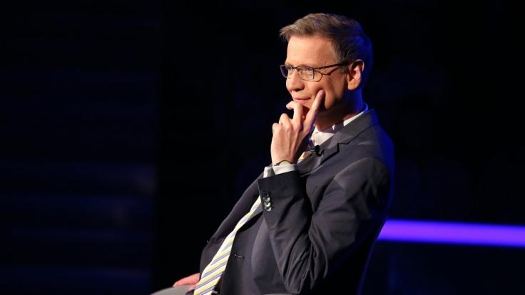 Günther Jauch lässt sich nicht ablenken. (Foto)