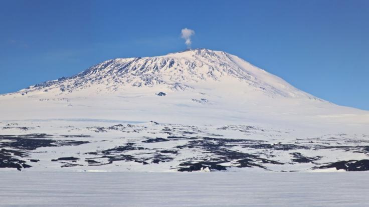 Der Mount Erebus ist der südlichste Vulkan der Welt. Er ist einer von zwei Aktiven Vulkanen der Antarktis. (Foto)