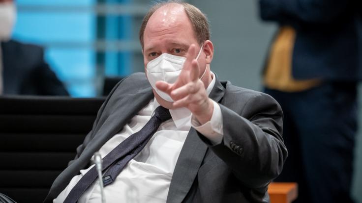 Kanzleramtschef Helge Braun hat die Hoffnungen der Bundesbürger gedämpft, in naher Zukunft wieder unbeschwert reisen zu können. (Foto)