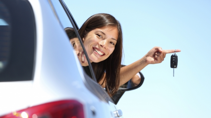 Beim Autokauf müssen sich Verbraucher nicht alles gefallen lassen - zum Beispiel bei der ausgewählten Lackfarbe. (Foto)