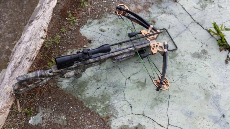 Ein mit einer Armbrust bewaffneter Mann hat im Stadtzentrum von Barnsley in England für Aufruhr gesorgt (Symbolbild). (Foto)