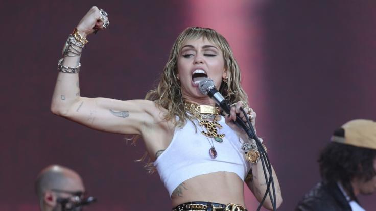 """Sängerin Miley Cyrus feierte mit der Serie """"Hannah Montana"""" erste Erfolge. Heutzutage ist sie internationale Chartstürmerin. (Foto)"""