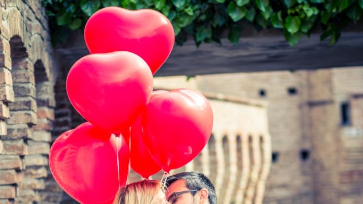 Küssen stärkt nicht nur die Beziehung.