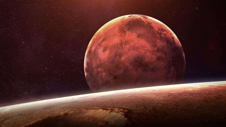 Laut Astrologie ist derzeit Vorsicht geboten: Wenn Merkur rückläufig ist, sollten wir auf bestimmte Tätigkeiten verzichten.