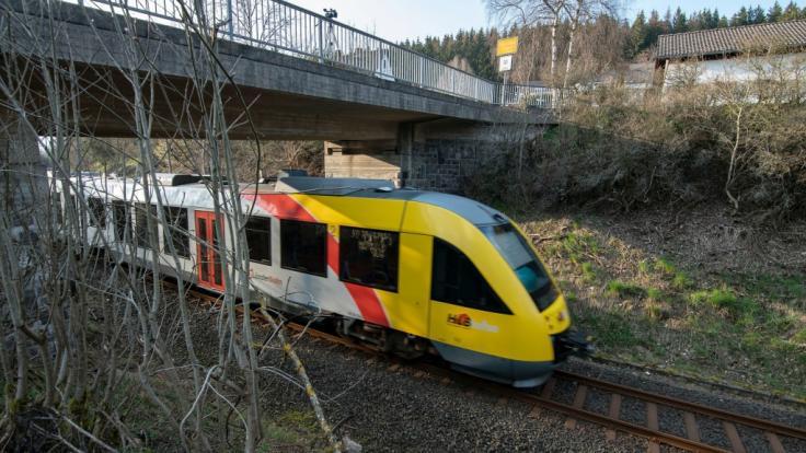 Bad Berleburg: Gullydeckel durchschlagen Zugscheibe (Foto)