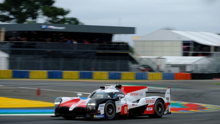 Beim 24-Stunden-Rennen von Le Mans konnte sich Fernando Alonso durchsetzen. (Foto)
