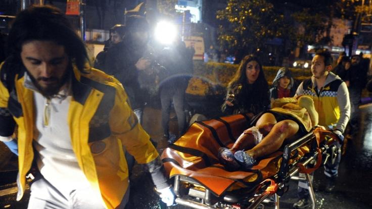 Mindestens 39 Menschen sterben bei dem Attentat in Istanbul. (Foto)