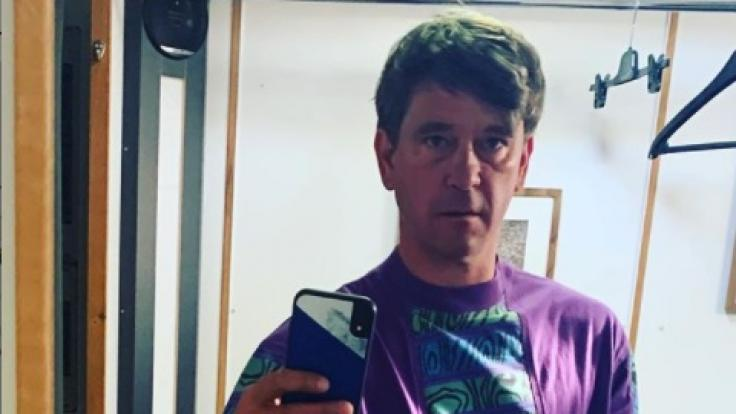 """Dieses Selfie im Neunziger-Look postete """"Polizeiruf 110""""-Schauspieler Peter Schneider auf seinem öffentlichen Instagram-Kanal. (Foto)"""