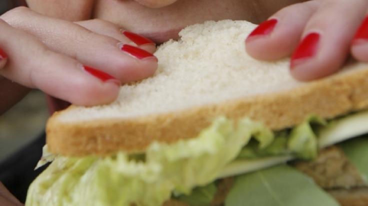Ein Mann aus Pennsylvania verschaffte einer Frau einen eiweißhaltigen Brotaufstrich. (Symbolbild)