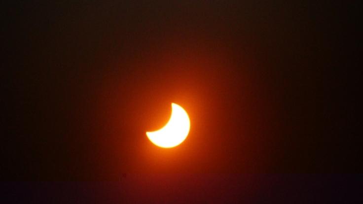 Am 10.06.2021 war in Deutschland eine partielle Sonnenfinsternis sichtbar. (Foto)