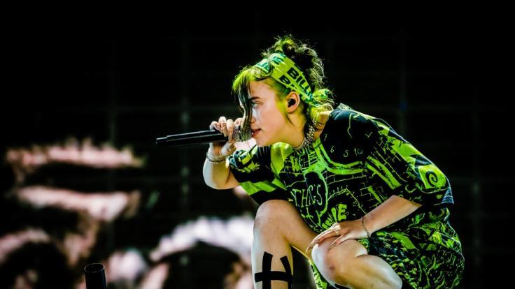 Billie Eilish gehört zu den Superstars, die noch im Jahr 2021 neue Musik veröffentlichen werden. (Foto)