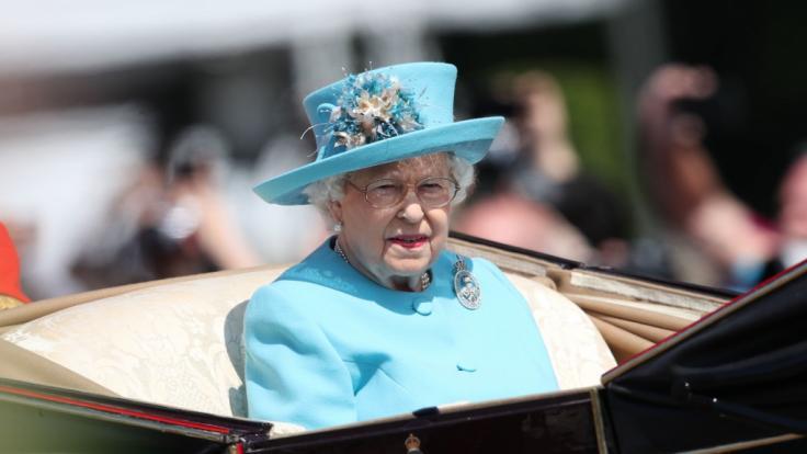 Die Queen muss 2025 ihre Privatgemächer im Palast räumen.