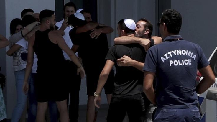 Die fälschlich beschuldigten Teenager sind wieder mit ihren Familien vereint. (Foto)