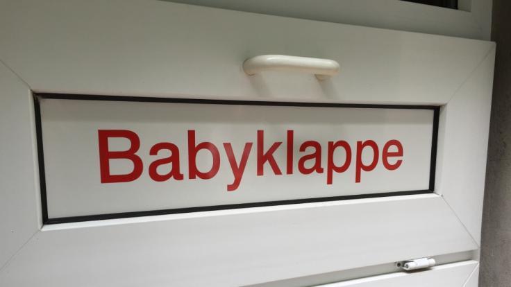 In Köln wurde ein toter Säugling in einer Babyklappe gefunden. (Foto)