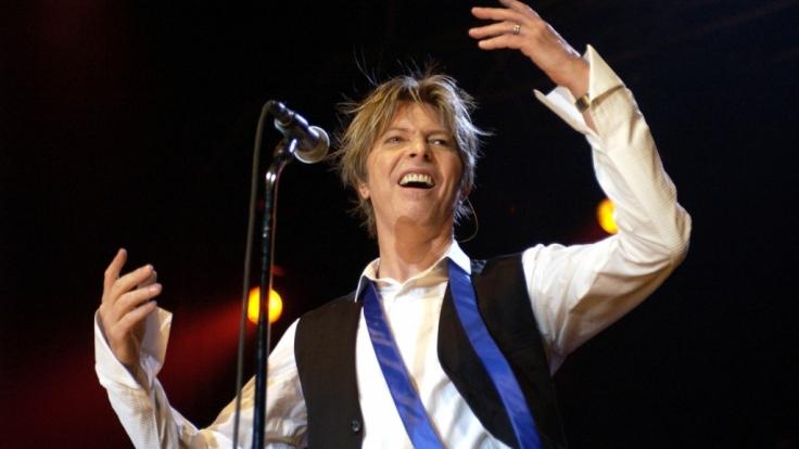 War David Bowies Tod ein Selbstmord? Das zumindest behauptet nun eine britische Journalistin.