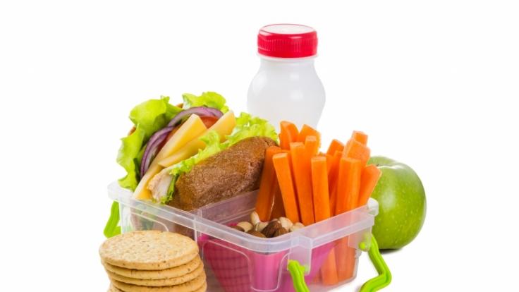 Gesunde Snacks sind die richtige Füllung für eine Brotdose - doch eine Mutter in Australien fand eine tödliche Gefahr in der Lunchbox ihres Kindes (Symbolfoto). (Foto)