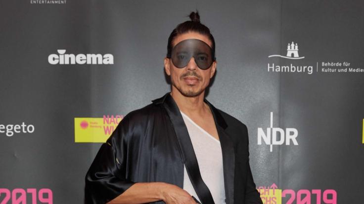 Star-ChoreografJorge González besuchte mit seinem Vater eine Gay-Party. (Symbolbild) (Foto)