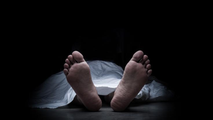 Die Schwester starb noch am Tatort. (Foto)