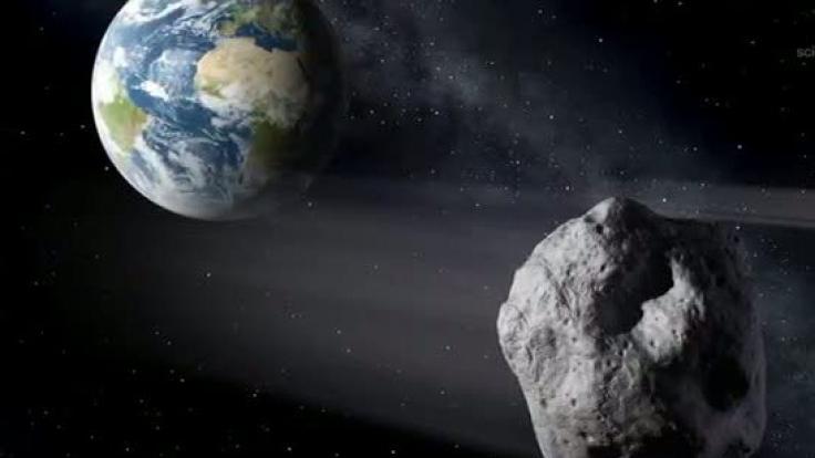 Die künstlerische Darstellung zeigt einen erdnahen Asteroiden im Vorbeiflug