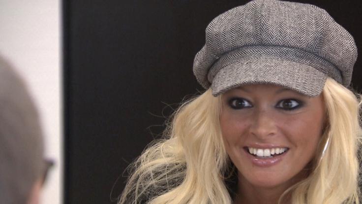 TV-Blondine Daniela Katzenberger geht Ulknudel Guido Cantz auf den Leim. (Foto)
