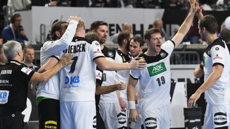 Die deutschen Handballer haben den ersten Schritt in Richtung Halbfinale der Heim-Weltmeisterschaft gemacht.