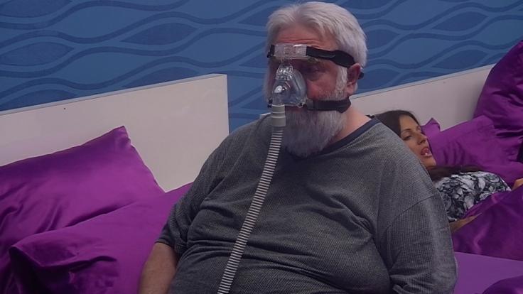 """Mit Schlafmaske bei """"Promi Big Brother"""": Wilfried Gliem. (Foto)"""