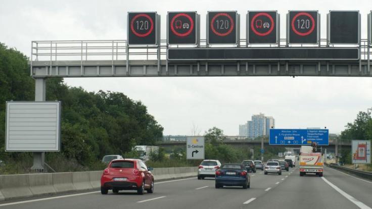 In den kommenden Tagen haben Autofahrer auf den meisten deutschen Autobahnen voraussichtlich freie Fahrt.