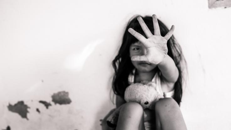 Ein sieben Jahre altes Mädchen in Mexiko wurde von ihrem Stiefvater sexuell missbraucht - den Beweis gab's im Live-Stream bei Facebook (Symbolbild).