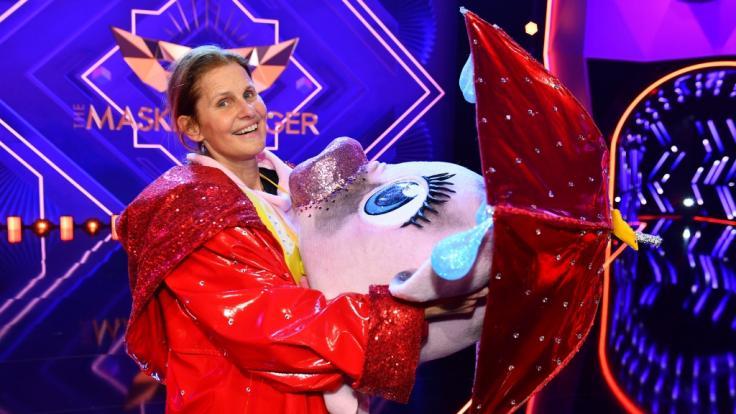 """Sportmoderatorin Katrin Müller-Hohenstein (55) flog als erste raus bei """"Masked Singer"""" 2021 (Foto)"""