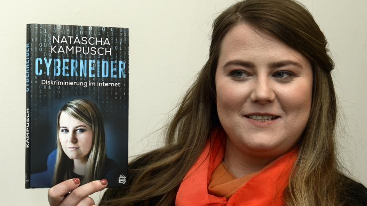 """Natascha Kampusch präsentiert ihr Buch """"Cyberneider - Diskriminierung im Internet"""". (Foto)"""