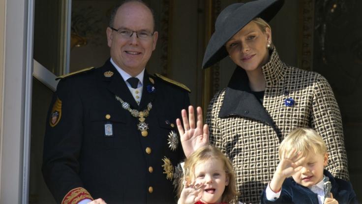 Fürst Albert, Fürstin Charlène, Prinzessin Gabriella und Prinz Jacques 2018 in Monaco. (Foto)