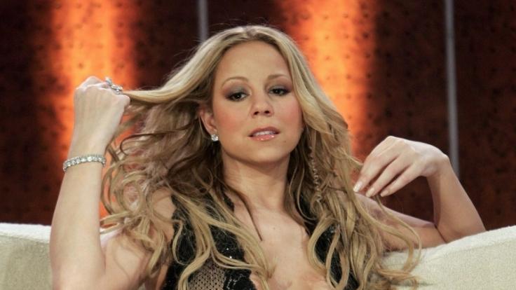 Da sie ein Pop-Star ist, darf sich Sängerin Mariah Carey leisten, was in den meisten Büros nicht gewünscht ist: einen tiefen Ausschnitt. (Foto)