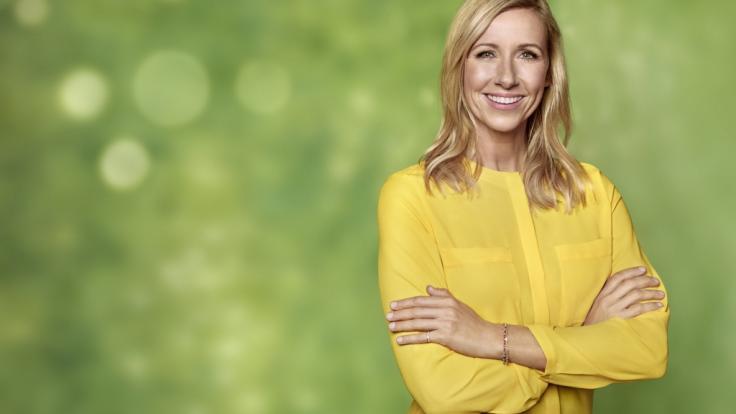 "Andrea Kiewel präsentiert den ""ZDF-Fernsehgarten"" live aus dem Sendezentrum Mainz. (Foto)"