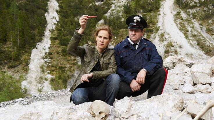 Sonja Schwarz findet die Überreste einer Leiche und ein auffälliges Amulett.