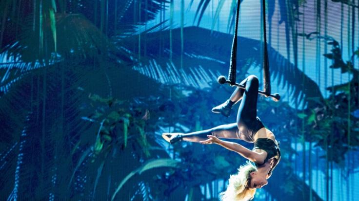 Helene Fischer schwebt ohne Thomas Seitel über die Showbühne. (Foto)