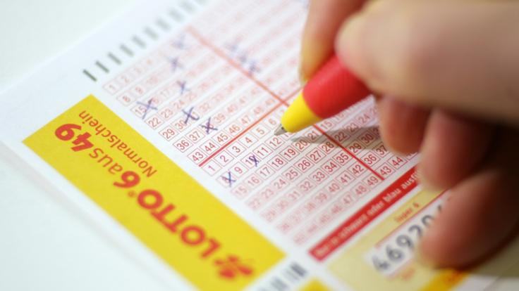 Mit Ihrem Spielschein können Sie bei Lotto am Samstag heute wieder einen fetten Gewinn abstauben. (Foto)