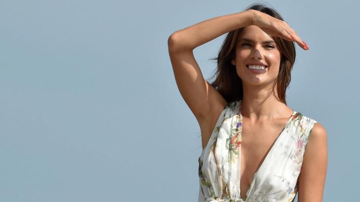 Am Wochenende noch nichts vor? Alessandra Ambrosio hätte da ein paar Tipps... (Foto)