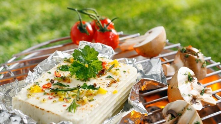 Alufolie gehört in der Grillzeit zur Standardausrüstung. Doch ist sie auch so gesund? (Foto)