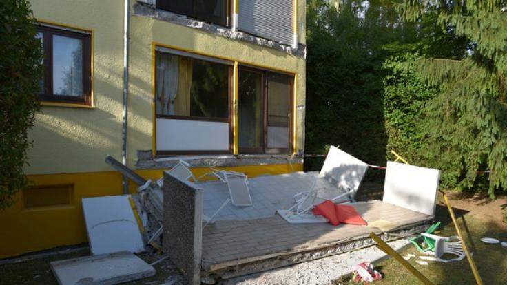 In Nußloch (Baden-Württemberg) stürzte ein Mann mit seinem Kind sechs Meter in die Tiefe. (Foto)