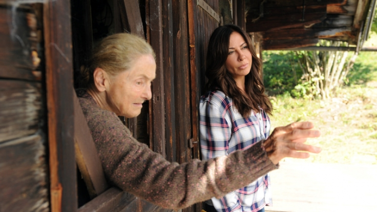 Erna kehrt mit Katja in ihre Jugendzeit zurück. (Foto)