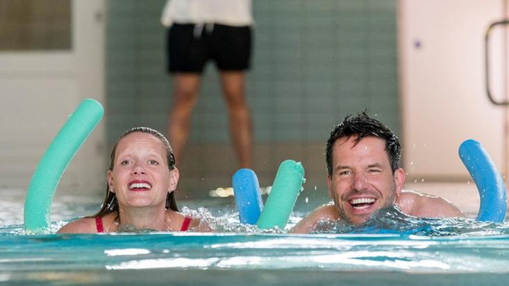 Katrin Busche (Anna Schudt) kann nicht schwimmen. Doch das ist leider nicht ihr einziges Problem. (Foto)