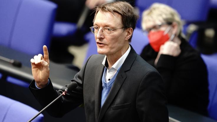 SPD-Gesundheitspolitiker Karl Lauterbach fordert eine Überarbeitung der Impfempfehlung für Kinder und Jugendliche gegen das Coronavirus. (Foto)